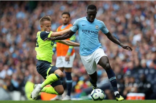 Cham diem Man City 6-1 Huddersfield: Dem thang hoa cua Aguero, Jesus hinh anh 5