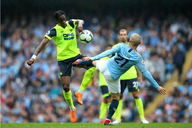Cham diem Man City 6-1 Huddersfield: Dem thang hoa cua Aguero, Jesus hinh anh 8