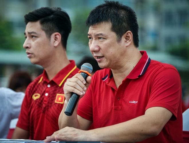 BLV Quang Huy - nuoc mat va vinh quang cung Olympic Viet Nam hinh anh