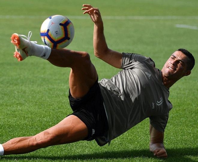 Ronaldo hang say tap luyen, san sang khai hoa o Serie A hinh anh