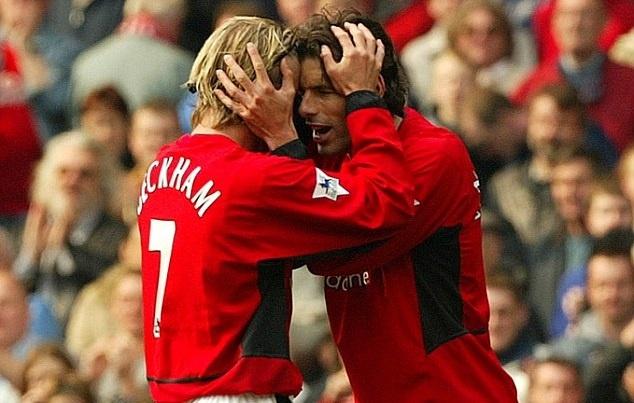 Cai toi se khien Pogba bi tong khu nhu Beckham, Van Nistelrooy? hinh anh