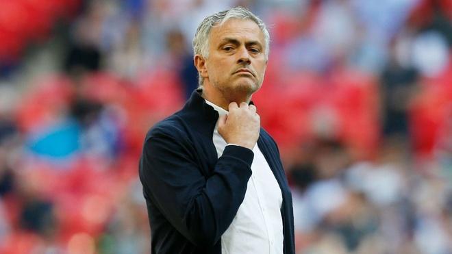 Xin Mourinho dung chiem anh den san khau nua hinh anh