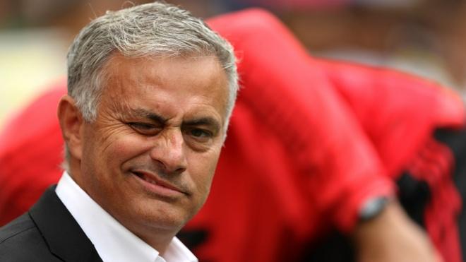 Xin Mourinho dung chiem anh den san khau nua hinh anh 2