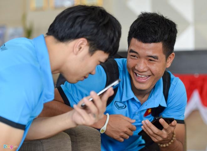Tuyen thu Viet Nam vui dua khi len duong tap huan cho AFF Cup hinh anh