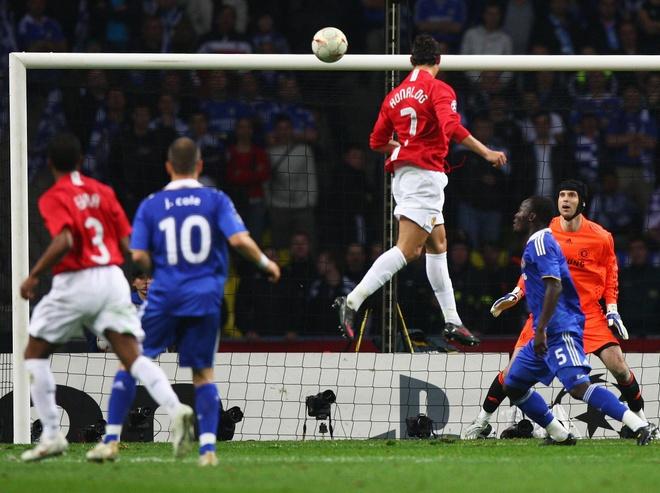 10 khoanh khac dep nhat cua Ronaldo khi khoac ao MU hinh anh 6
