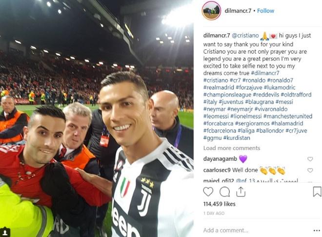 Fan cuong Ronaldo bi dieu tra vi mang sung nhua vao san Old Trafford hinh anh 1