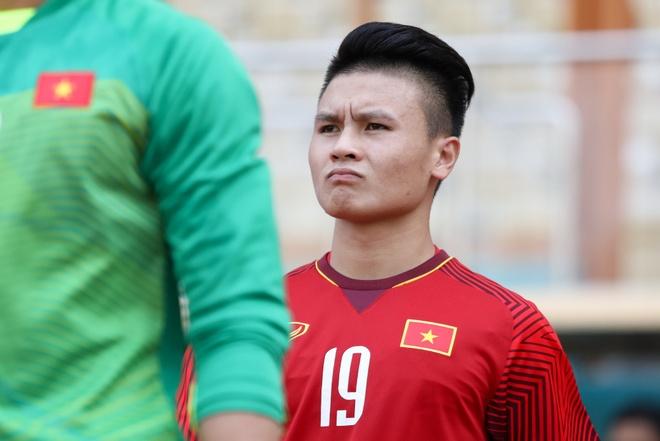 Danh thu Nguyen Hong Son: 'Quang Hai se da tien dao truoc Malaysia' hinh anh