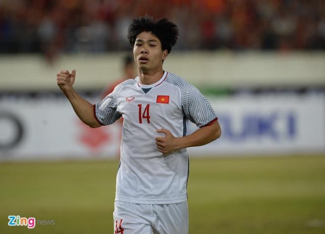 Quang Hai va Cong Phuong duoc trang chu AFF Cup 2018 vinh danh hinh anh