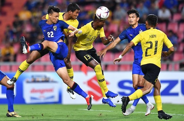 Hoa Thai Lan kich tinh 2-2, Malaysia vao chung ket AFF Cup hinh anh 1