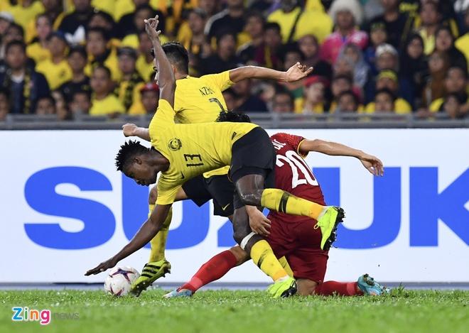 Bao Malaysia to cau thu Viet Nam choi bao luc o Bukit Jalil hinh anh 1