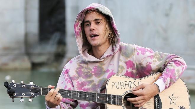 Nam 2018 cua Justin Bieber khong co am nhac, nhung ngap tran hanh phuc hinh anh