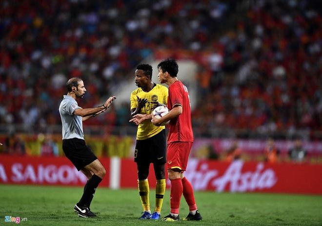 Cau thu Malaysia nhan an phat nang sau chung ket AFF Cup hinh anh 1