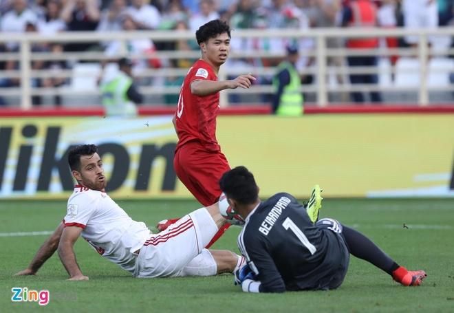 Viet Nam vs Iran (0-2): Tiec nuoi cho Cong Phuong va Quang Hai hinh anh 1