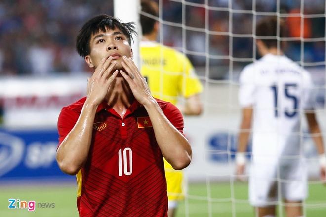 Viet Nam lep ve truoc Thai Lan o doi hinh Dong Nam A tai Asian Cup hinh anh 11