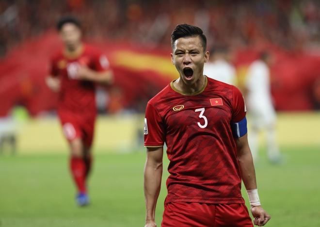 Que Ngoc Hai lot top 5 hau ve hay nhat vong bang Asian Cup hinh anh