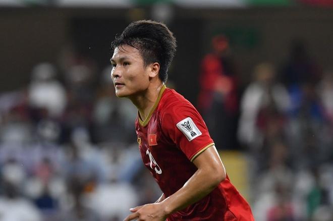 Quang Hai dan dau o hai cuoc binh chon sau vong bang Asian Cup hinh anh