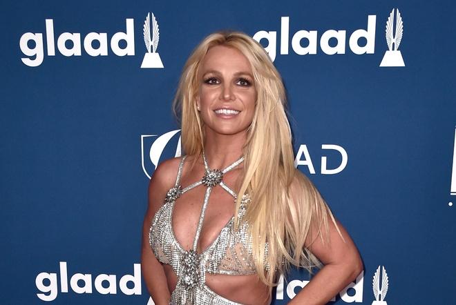 Britney Spears xuong sac, Celine Dion gay tro xuong sau 20 nam hinh anh 2