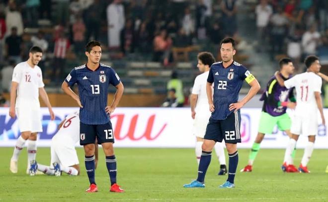Doi truong Yoshida that vong sau tran chung ket Asian Cup hinh anh 2