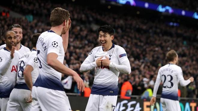 HLV Wenger so sanh Tottenham voi the he vang 92 cua MU hinh anh 2