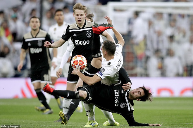 Cham diem Real Madrid 1-4 Ajax: That vong trai deu cac tuyen Real hinh anh 9