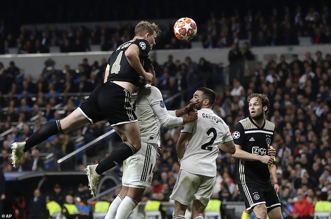 Cham diem Real Madrid 1-4 Ajax: That vong trai deu cac tuyen Real hinh anh 2