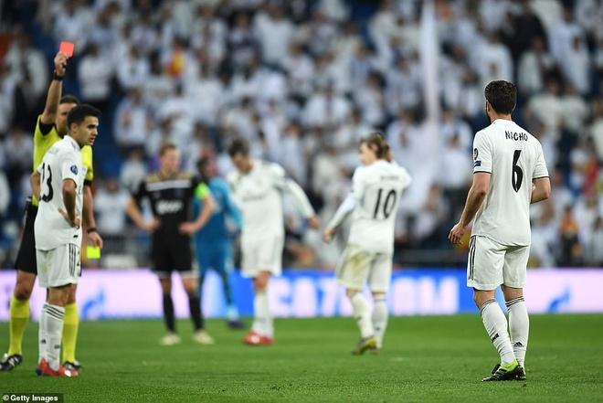Cham diem Real Madrid 1-4 Ajax: That vong trai deu cac tuyen Real hinh anh 4
