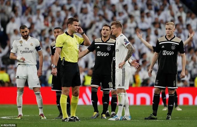 Cham diem Real Madrid 1-4 Ajax: That vong trai deu cac tuyen Real hinh anh 7