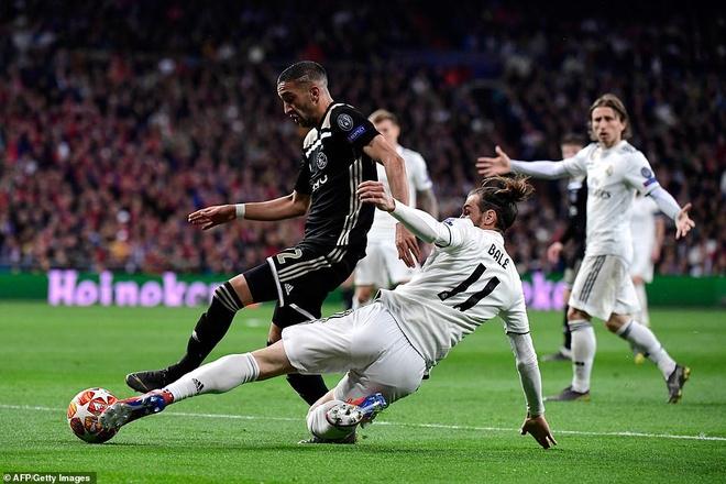 Cham diem Real Madrid 1-4 Ajax: That vong trai deu cac tuyen Real hinh anh 12