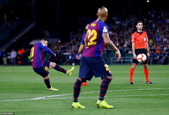 Messi lập hat-trick giúp Barca xây chắc ngôi đầu - Ảnh 1.