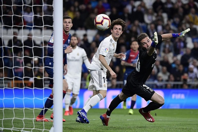 HLV Zidane dong vien con trai sau tran ra mat cung Real hinh anh 1