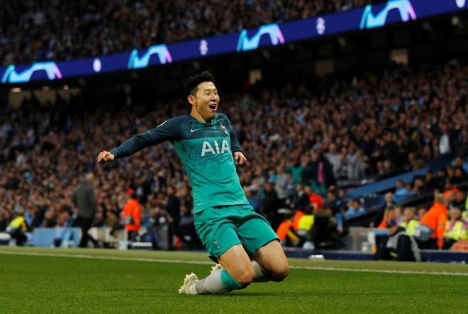 Giai vo dich quoc gia Ha Lan doi lich de Ajax don luc dau Tottenham hinh anh 2