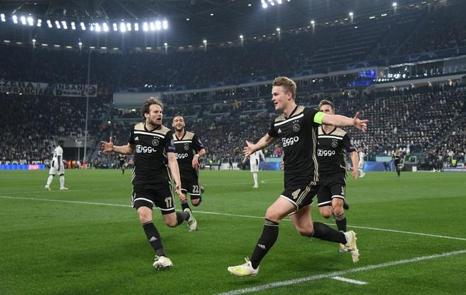 Giai vo dich quoc gia Ha Lan doi lich de Ajax don luc dau Tottenham hinh anh 1