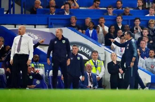 HLV Sarri bị đuổi khỏi sân trong ngày Chelsea hòa bạc nhược