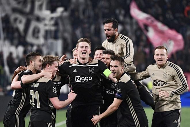 Ca doi hinh Ajax co gia tri chi bang Paul Pogba hinh anh 1