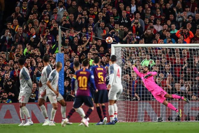 Pele mang noi so cho CDV Barca khi chuc mung Messi hinh anh 1