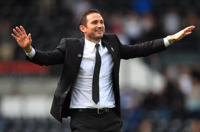 Lampard rong cua dan dat Chelsea neu HLV Sarri bi sa thai hinh anh 1
