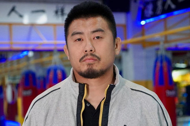 Tu Hieu Dong bi danh rach mat khi tap luyen voi vo si Muay Thai hinh anh