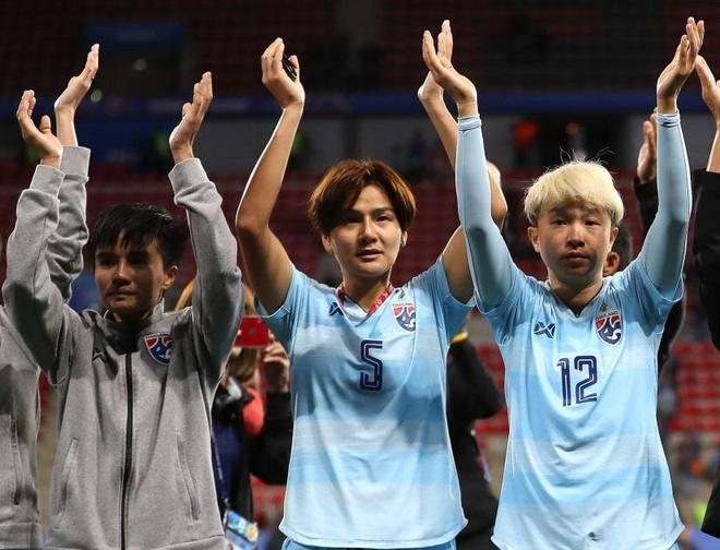 Tuyen Thai Lan trang tay ve nuoc sau vong bang World Cup nu hinh anh 2