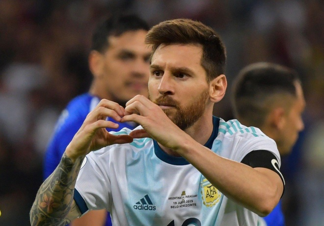 Messi nhan them chi trich vi va mieng o Copa America hinh anh 1