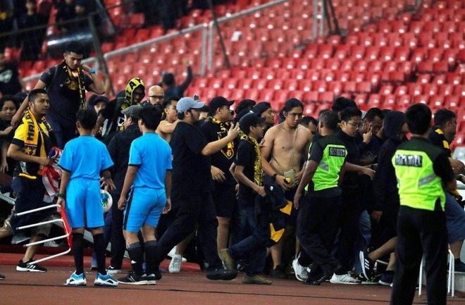Malaysia se kien len FIFA vi CDV bi tan cong o Indonesia hinh anh 1