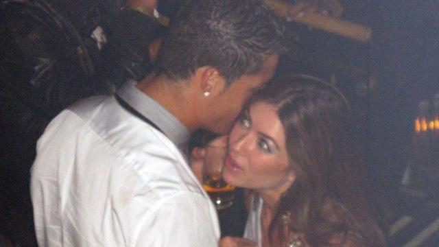 Ronaldo bị tố dùng tiền thoát vụ cáo buộc hiếp dâm