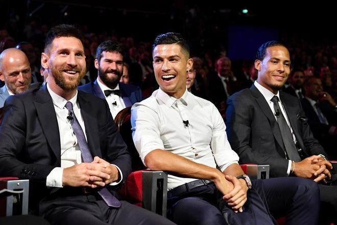 'Hay trao Qua bong vang cho ca Ronaldo va Messi' hinh anh 1