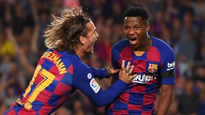 Ansu Fati xo do them ky luc o Barcelona hinh anh 1