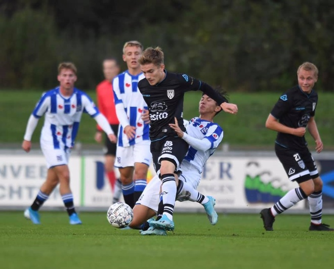 Van Hau co the som ra mat doi mot Heerenveen hinh anh 1