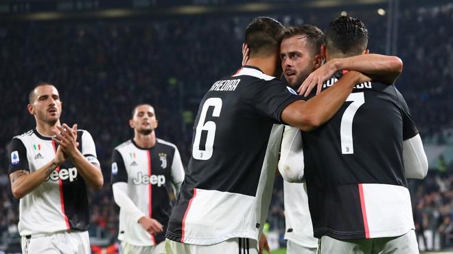 Ronaldo ghi ban thu 701, Juventus ha Bologna hinh anh 2