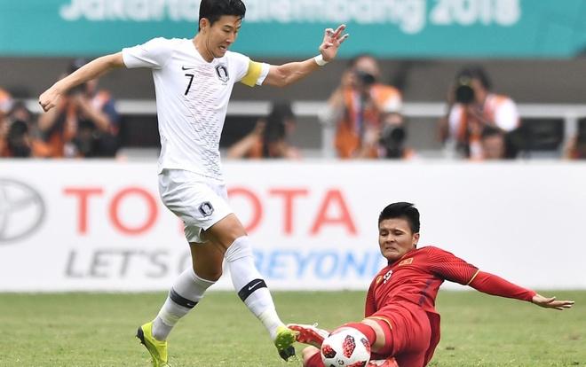 Son Heung-min pham loi khi bi Quang Hai vuot qua o ASIAD 18 hinh anh