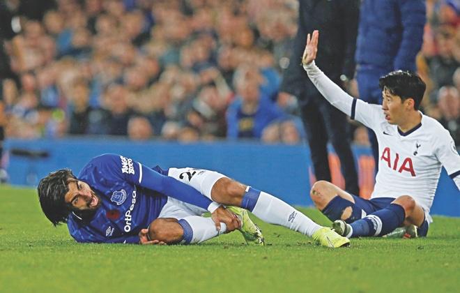 Son Heung-min tat dien thoai sau tran gap Everton hinh anh 1