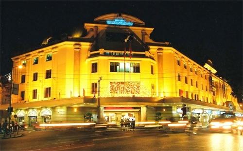Trang Tien Plaza, bo chong Ha Tang va cuoc dua hang hieu hinh anh 1