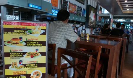 Hang nhai duoc ban cong khai tai san bay Noi Bai hinh anh