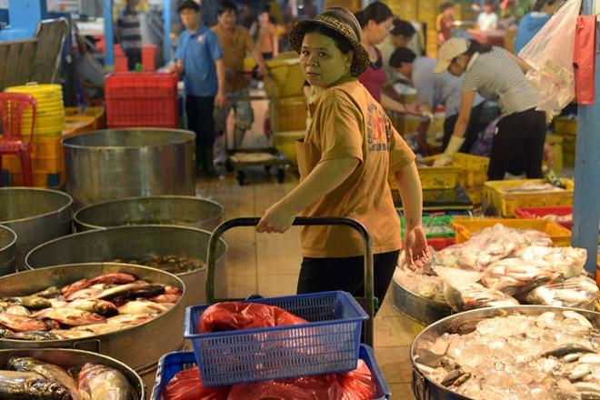'77 viec phu nu khong duoc lam': Khong phu hop thuc te hinh anh